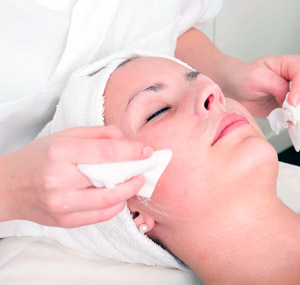 Eccles Clinic - Skin Peel